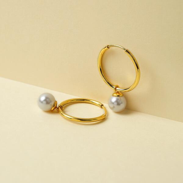 Kolczyki kółka z zawieszką perła złote