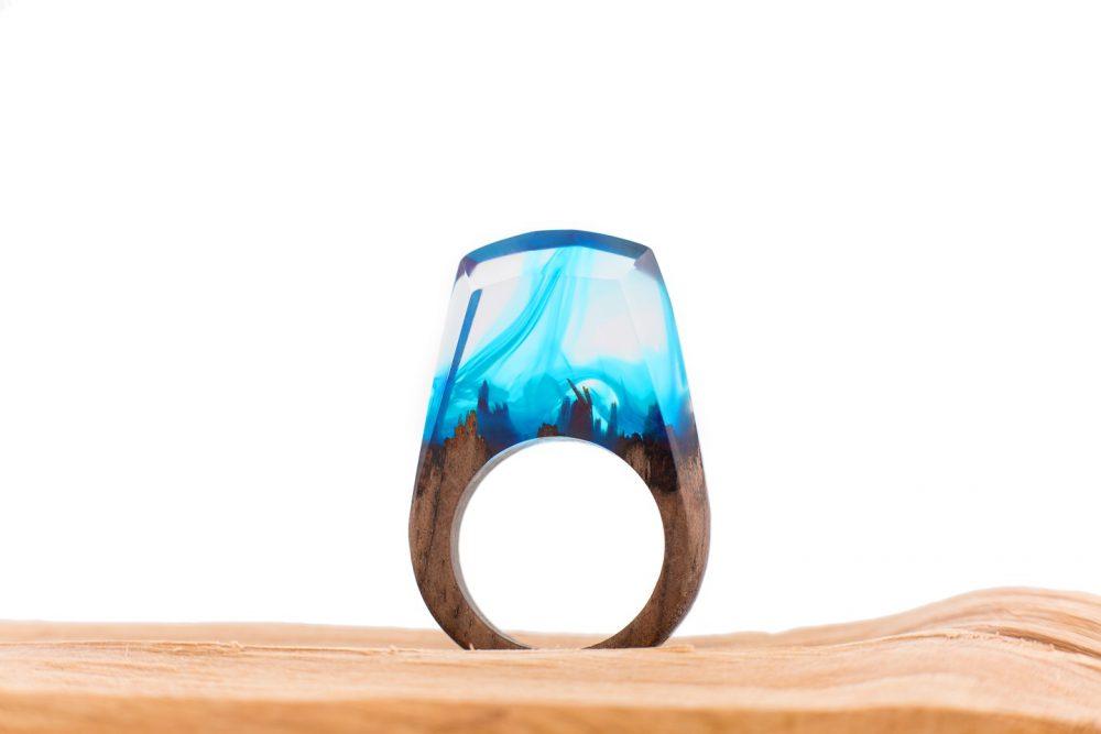 Drewniany pierścionek -blue-wave-1