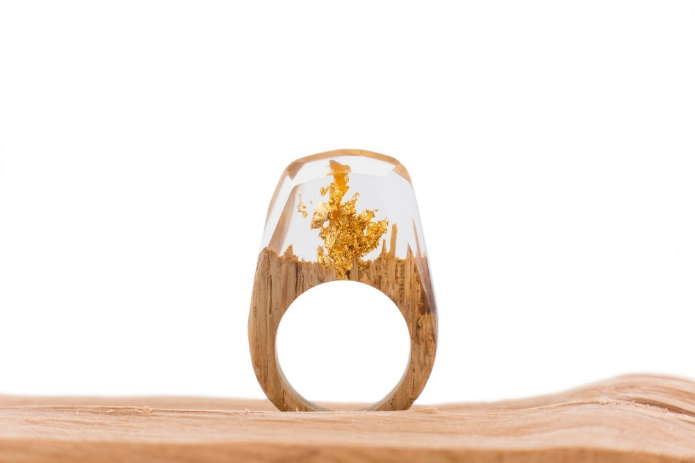 Drewniany pierścionek -gold-1