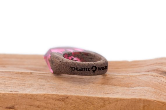 Drewniany pierścionek -pink-wave-2