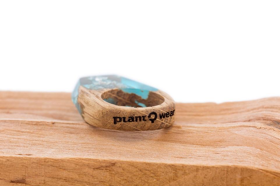 Drewniany pierścionek -silver-flakes-2