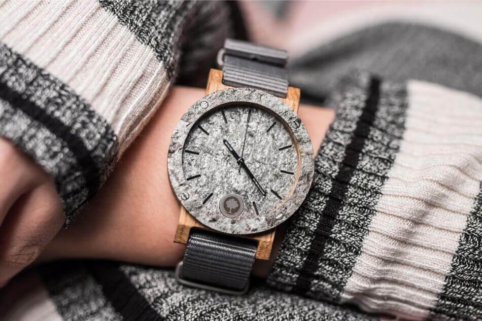jak dbać odrewniany zegarek