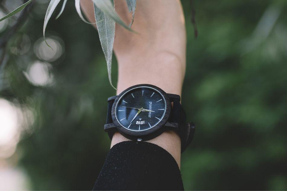 jak dbać o zegarek z drewna