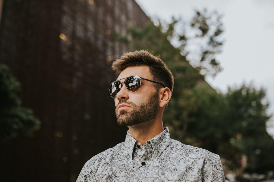 dlaczego nosić okulary przeciwsłoneczne przezcały rok