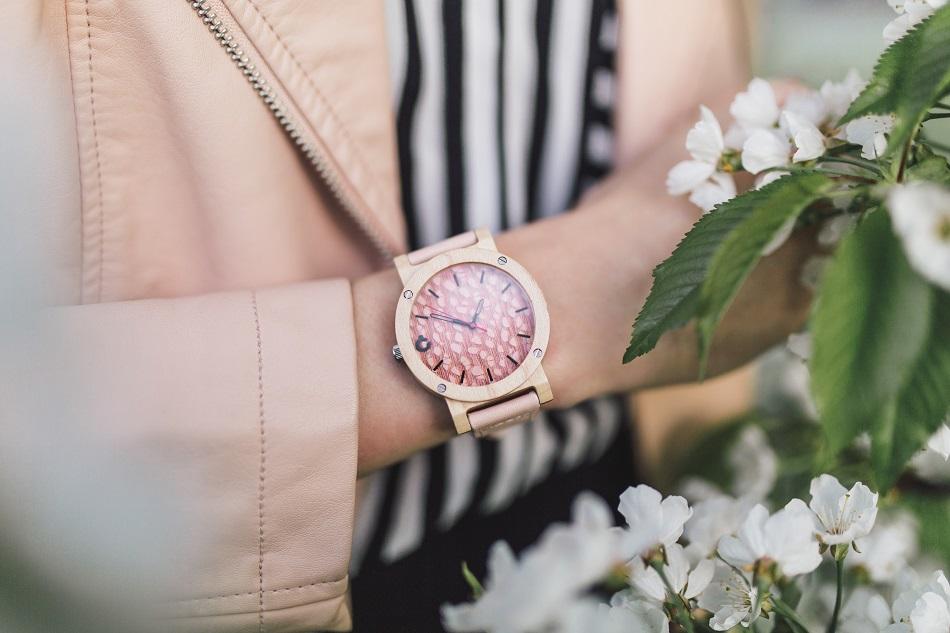 Zegarek Flake Rose – za co kochają go kobiety