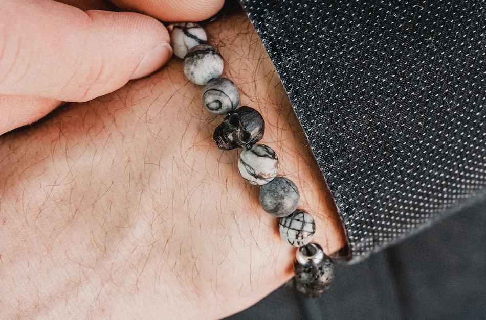 bransoletka męska z kamieni czaszka