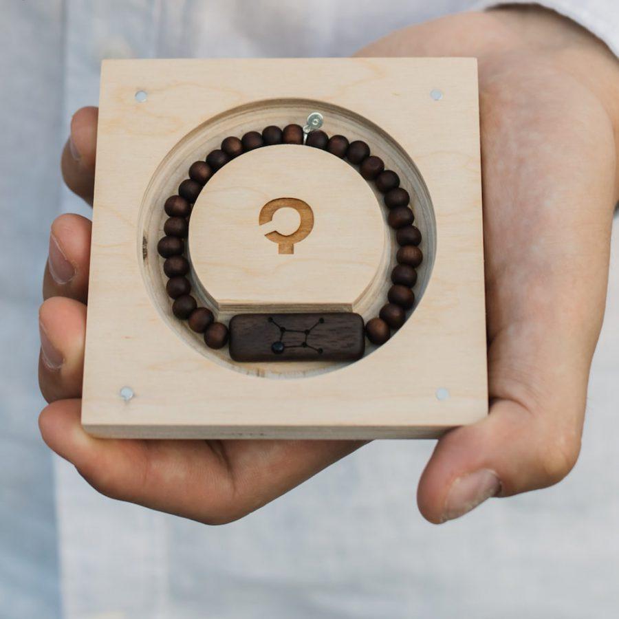 drewniana bransoletka ze znakiem zodiaku panna