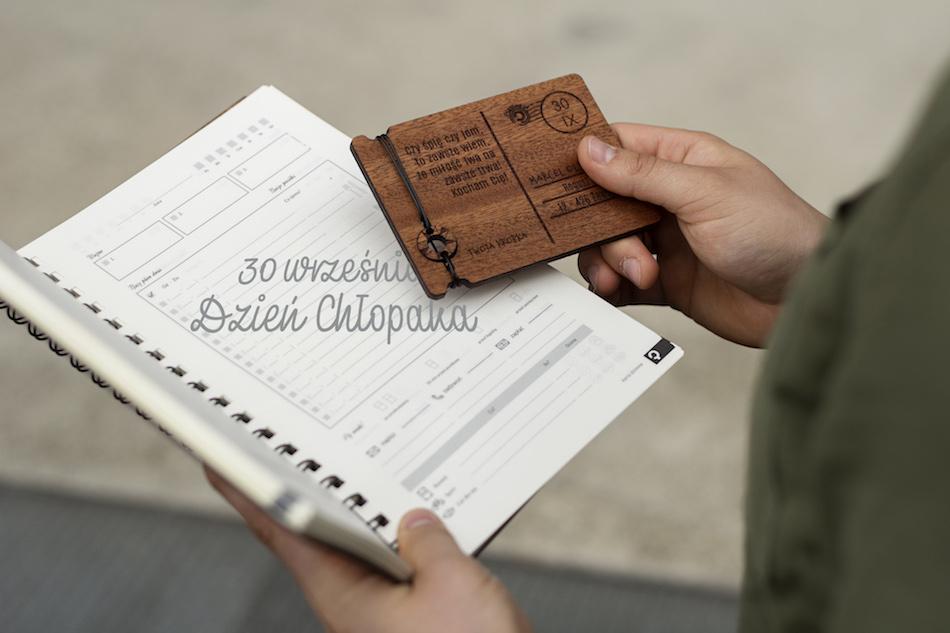 drewniana kartka dla niego