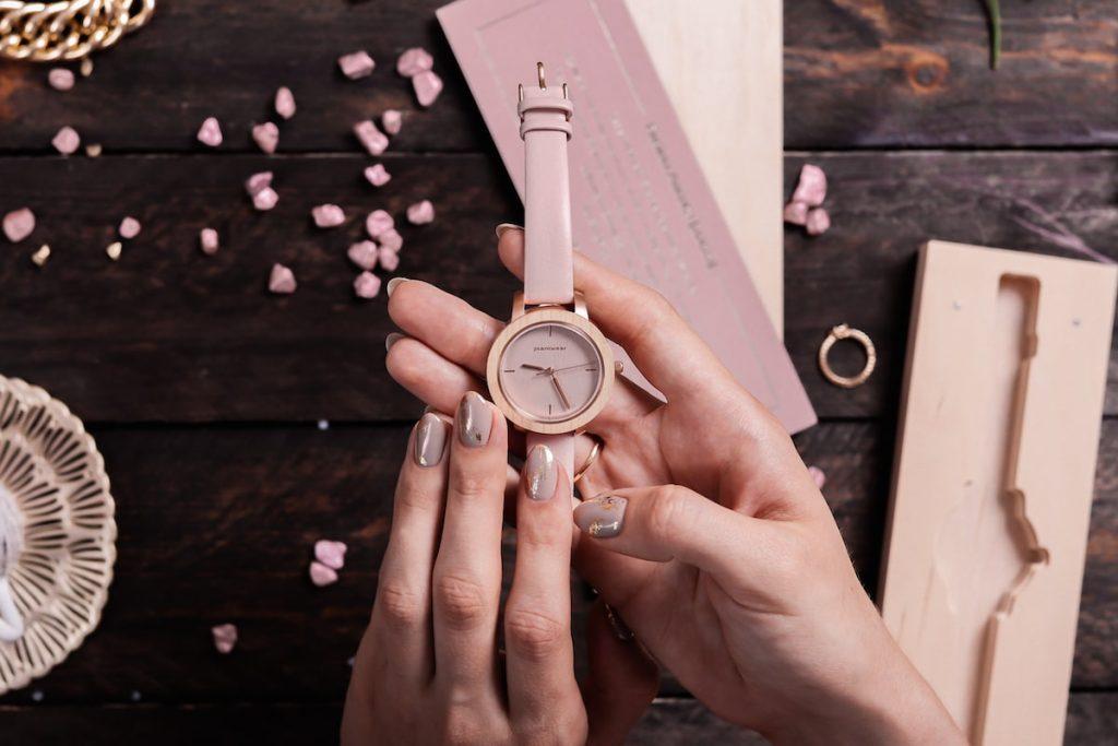 na ktorej rece nosi sie zegarek
