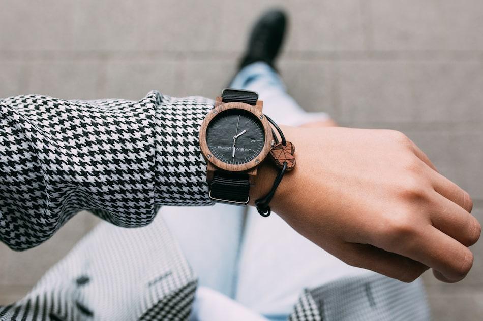 na ktorej rece nosi sie zegarek i bransoletke