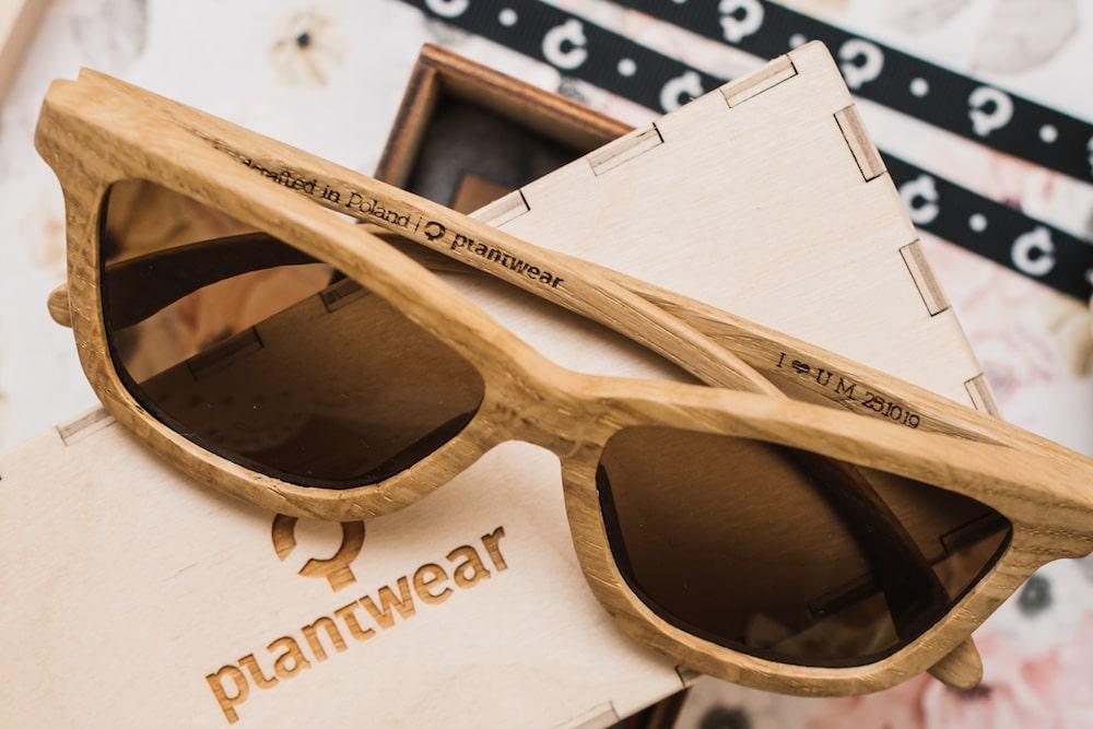 okulary zgrawerem-min