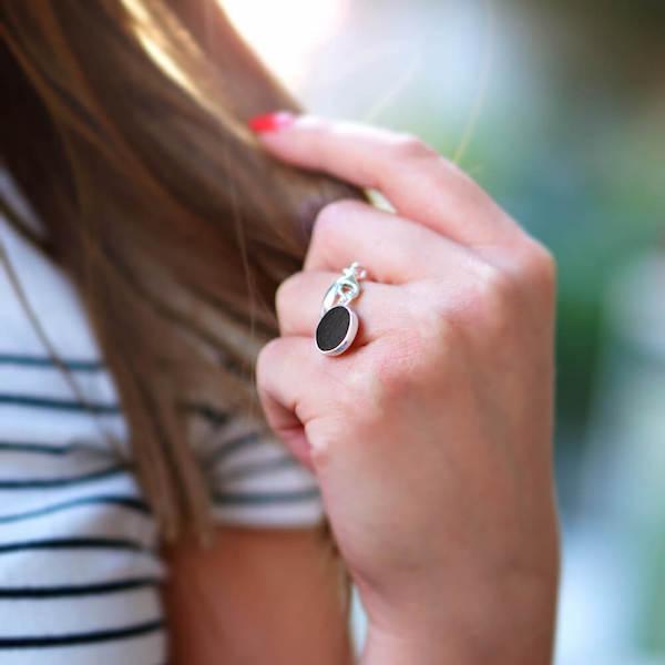 pierścionki, pierścionek z zawieszką koło srebrny