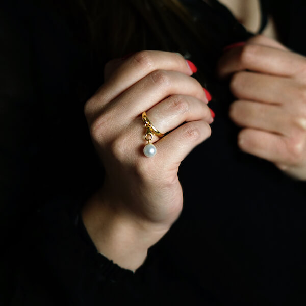 pierścionek z zawieszką perła złoty 2 (1)