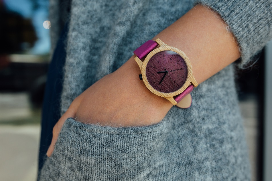 drewniany zegarek na prezent