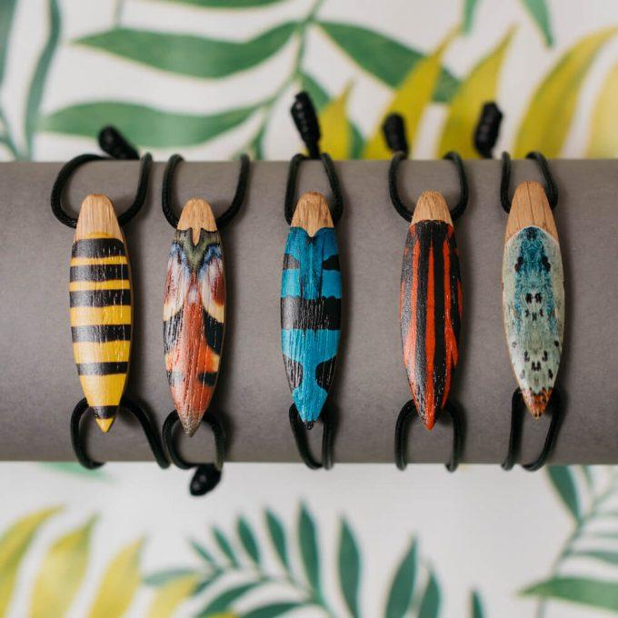drewniane bransoletki insekty
