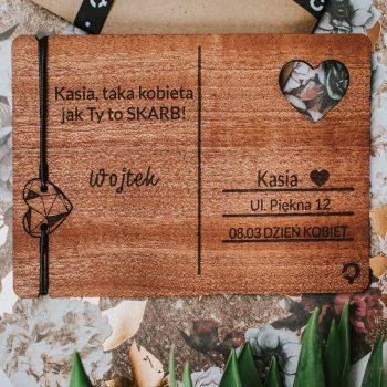 drewniana kartka dzień kobiet Plantwear