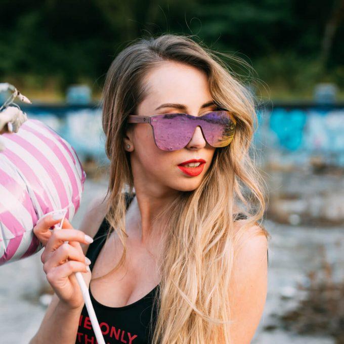 drewniane okulary przeciwsloneczne lustrzana soczewka różowe