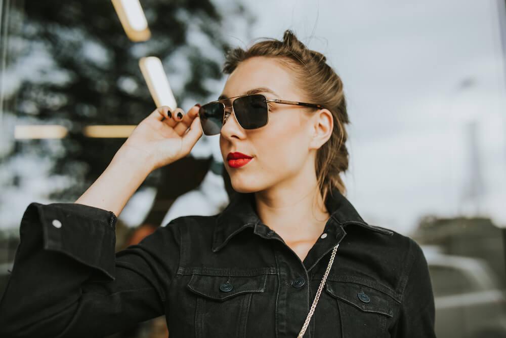 okulary przeciwsłoneczne z metalu