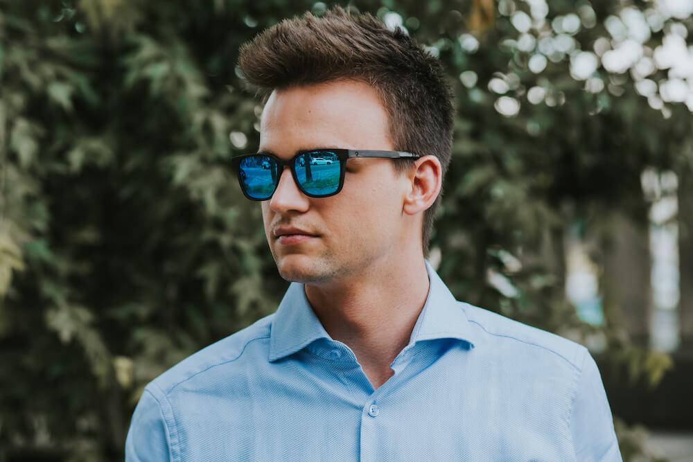 drewniane okulary przeciwsłoneczne