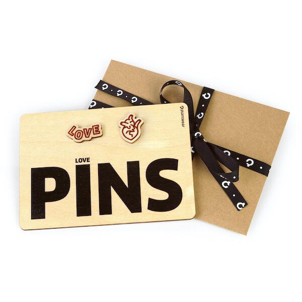 pins przypinki