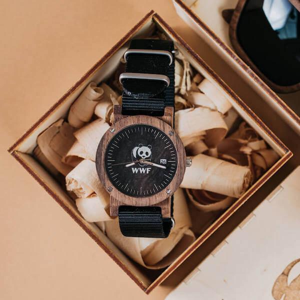 prezenty firmowe: drewniany zegarek z logo