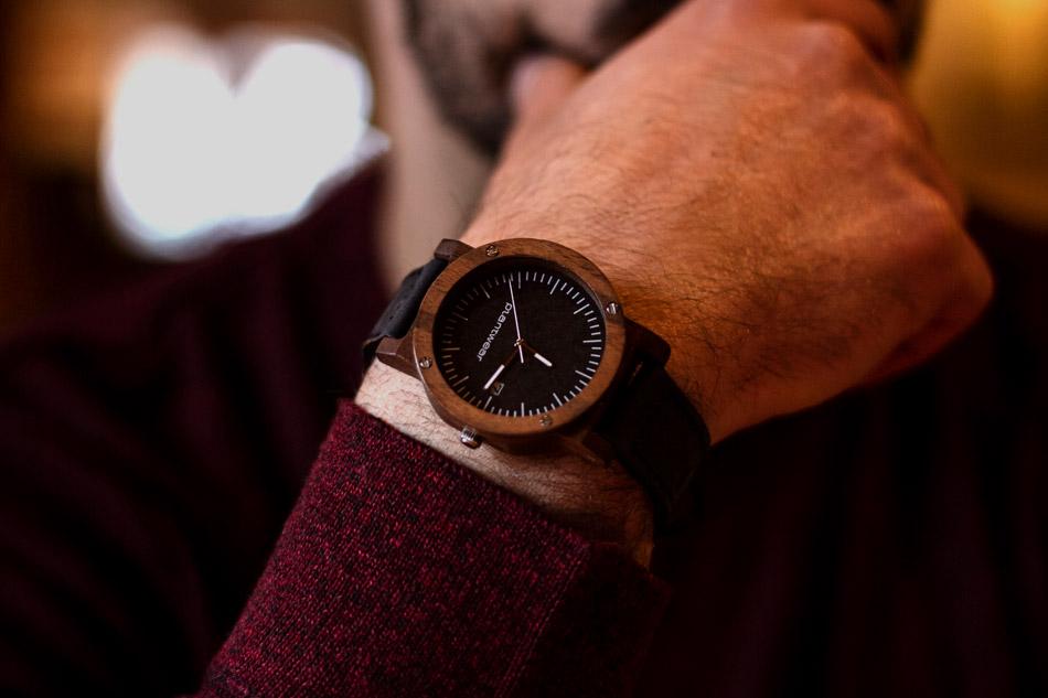 prezent na walentynki dla chłopaka zegarek z drewna