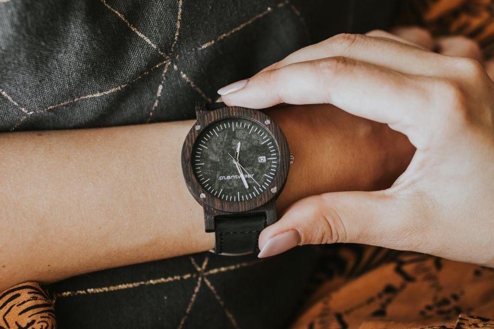 Drewniany zegarek Seria Raw Heban